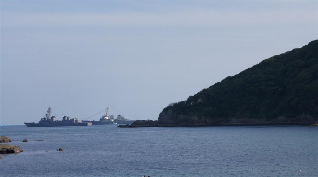 海上自衛艦と第7艦隊の軍艦